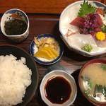 活魚料理旅屋 - 料理写真:刺身定食 ¥1,100