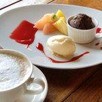 レ・マーニ - 温かいチョコレートのトルタとバニラアイス