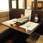 ぎゅう丸 - テーブル席