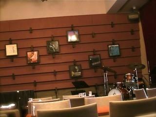 GARDEN CAFE LIFETIME - 店内奥のステージスペース