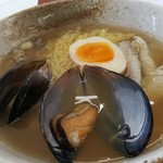 らぁ麺 ふぐ家 - 料理写真:「ふぐ塩らぁ麺」(2017年10月13日)