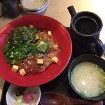魚バカ一代 大漁旗 - 特盛海鮮丼
