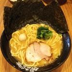 74738411 - ラーメン680円麺硬め。海苔増し100円。