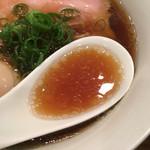 鳴龍 - 牡蠣と牛骨がメインのスープ