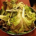 焼肉麻布 - 特製サラダ