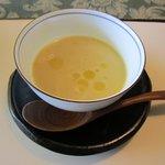 フォレストイン伊万里 レストラン - スープは あさりと春野菜、レタスの軽いポタージュのフィデゥァ添えです