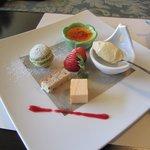 フォレストイン伊万里 レストラン - デザートは自家製デザートの盛り合わせです、この中でもマカロンとビスタチオのババロアは美味しかったぁ