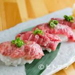 毬や - 『仙台牛にぎり』はA5ランクの上質な肉の脂が口中にとろけだす、酢飯と相性バツグンの、美味なる4貫