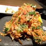 EIKOKU SHORYU - ◆かき揚げは「桜えび」タップリで香ばしい。 下に「茄子」「かぼちゃ」などの天ぷらがありました。