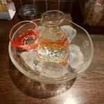 まるわ - 琉球ガラスの徳利&お猪口、シャレオツに供される出羽燦々。もっきりにしか縁がないossann大興奮(笑