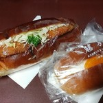 藤乃木パン - フィッシュパン(大)と生クリームパン(小)です