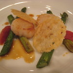マジュール - ディナー:ホタテ貝とグリーンアスパラ、トマトコンフィ添え