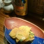 74761947 - 柿と三つ葉のごま和え。季節ですねー。後ろのビール瓶は一番搾りの和歌山version。