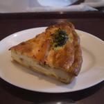 ブランジェ浅野屋 - 料理写真:サーモンキッシュ