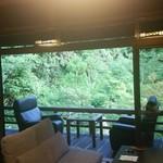 74765120 - 日本庭園を望むお部屋