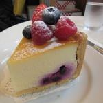 ヘンリーグッドセブン - Mixベリーチーズケーキ 700円