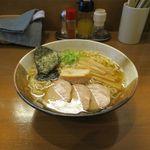 煮干しらぁめん なかじま - 塩らぁめん(680円)