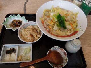 歌行燈 新宿店 - 野菜たっぷり ちゃんぽんうどん 小さな松茸ご飯セット