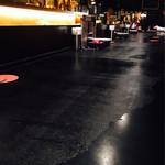 パパスバル - 広いカウンター。黒で、とてもシックな雰囲気