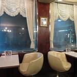 エトワル - 2階窓側テーブル席