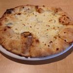 マンドリアーノ - 料理写真:4種チーズのピザ