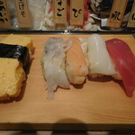 寿司 魚がし日本一 - 右が最初の4貫