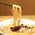 希須林 - ウマ辛 担々麺です。