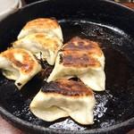 鉄なべ - 焼き餃子6個410円