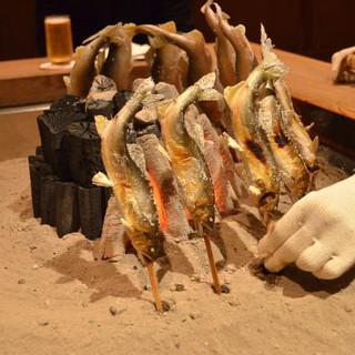 柳家 - 料理写真:鮎を炭火で