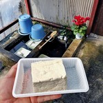 上原豆腐店 - 料理写真:豆腐(もめん)(半分)
