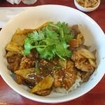 中華料理 八戒 - 蝦夷鹿カレー丼(ゲリラメニュー)