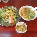 中華料理 八戒 - サラダ、スープ、ザーサイが付いてきます