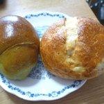 コンセルボ - よもぎパン(左)リンゴと紅茶のパン(右)