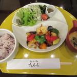 さんるーむ - 料理写真:国産若鶏と彩り野菜の黒酢あんかけ定食 1026円