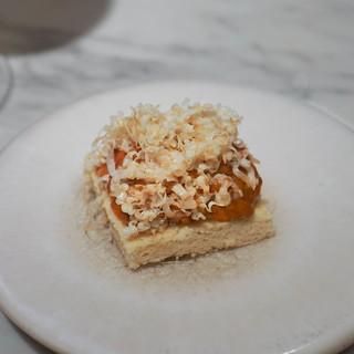 ete - 料理写真:うにと燻製ビーズのタルト