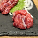 日本のお酒と馬肉料理 うまえびす - 馬刺し カイノミ