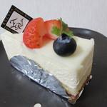 フランス菓子 ERI - 料理写真:【レアチーズ 346円】