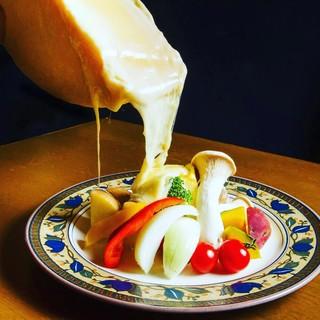 ラクレットチーズをテーブルにてご提供♪動画撮影のご準備を☆