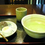 748290 - 抹茶と生菓子(みぞれ・すすき)