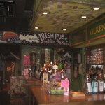 Dublinbay - アイルランドはダブリンの港町 小さなパブをイメージ