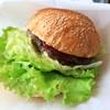 ゴリバーガー - 料理写真:これでもかと、はみ出すレタス