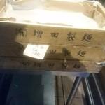 74802246 - 外に置いてあった麺箱・・・影が・・・