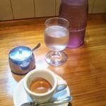 74802908 - 可愛いお水の瓶とエスプレッソ(*´ω`*)