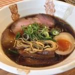 Membisutoronakano - 黒醤油ラーメン 中太縮れ麺