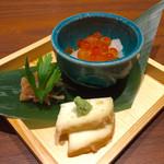 nurukansatouoosaka - 「ちょい飲みセット」(980円)の、料理3品。7種類の中から3種類を選べる。今回は、いくらおろし、梅水晶、モッツァレラ醤油漬けを選んだ。