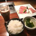 Horumondedesuke - 火、木限定A5カルビ定食(スープ、ライス、小鉢、漬物付き)1020円+アイスコーヒー200円