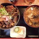 74810161 - 熊肉丼1800円