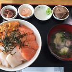 74813107 - 三色丼  1800円