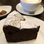 74817755 - 高さのあるチョコレートケーキ♪