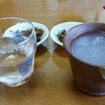 74819535 - 蕎麦前 純米吟醸伊勢錦(左)と蕎麦焼酎蕎麦湯割り(右)